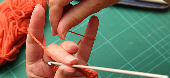 Dorothy Russell Quilt Tutorial. How to Hold a Crochet Hook